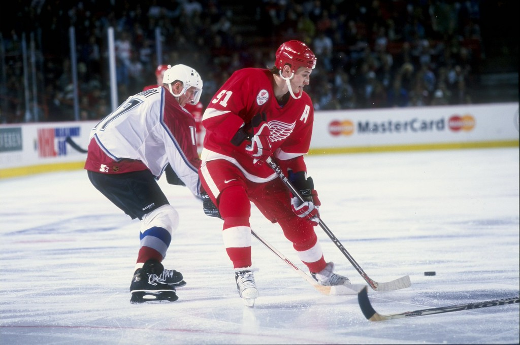 . 18 Apr 1998: Sergei Fedorov #91 of the Detroit Red Wings in action during a game against the Colorado Avalanche at the McNichols Arena in Denver, Colorado. The Avalanche defeated the Red Wings 4-3. Brian Bahr  /Allsport