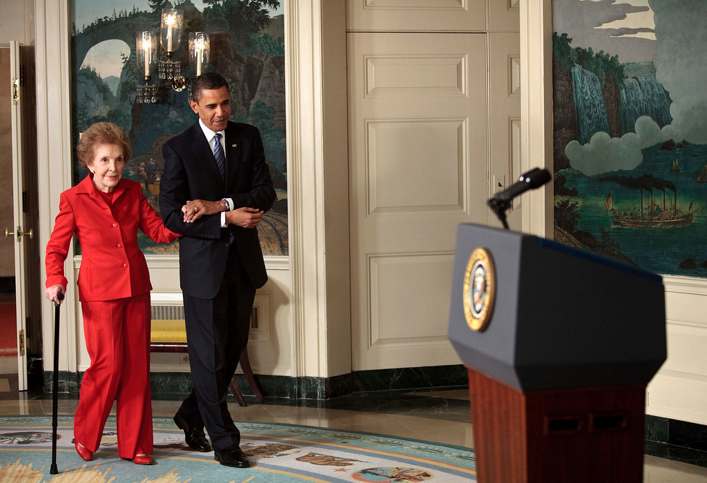 ". Former first lady Nancy Reagan and President Barack Obama arrive for a bill signing in the Diplomatic Reception Room of the White House June 2, 2009 in Washington, DC.  President Barack Obama signed the ""Ronald Reagan Centennial Commission Act\"" which is intended to honor the former US President Ronald Reagan on his 100th birthday in 2011.  (Photo by Brendan Smialowski/Getty Images)"