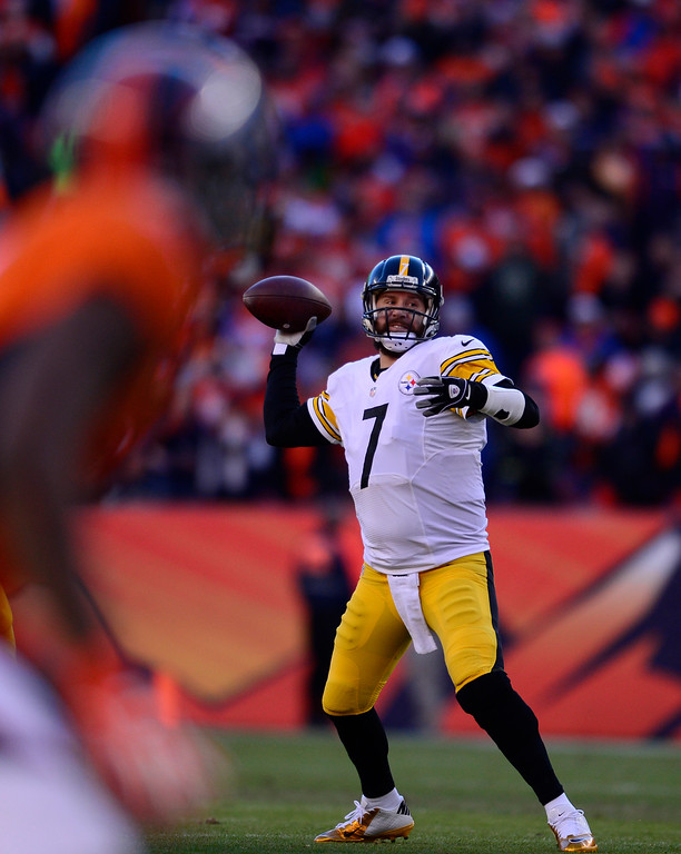 . Pittsburgh Steelers quarterback Ben Roethlisberger (7) throws a pass against the Denver Broncos during the second quarter January 17, 2016 in the Divisional Round Playoff game at Sports Authority Field at Mile High Stadium. (Photo By Eric Lutzens/The Denver Post)