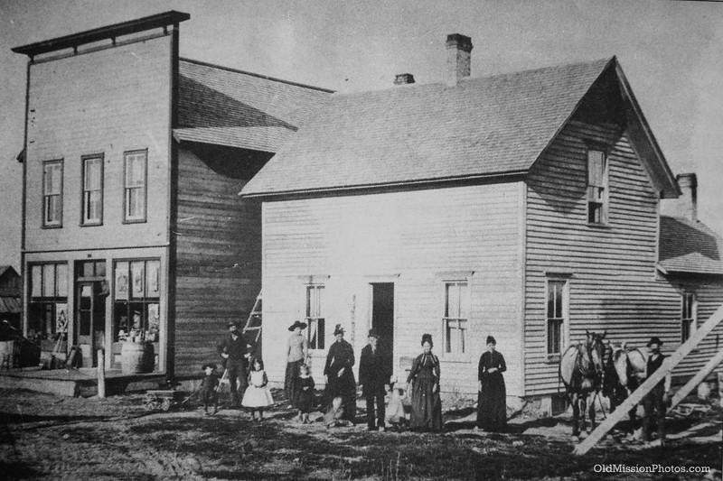 Lardie's Mapleton Store and Home