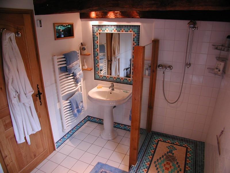 BathroomFinishedLookingNE_9526