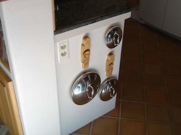 Web_KitchenPotLidHangers_DSC05816_PotLidHangersAndLids