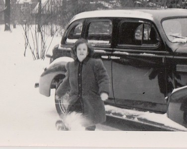 Isabel, Dec. 1944 with the '39 Chevy.