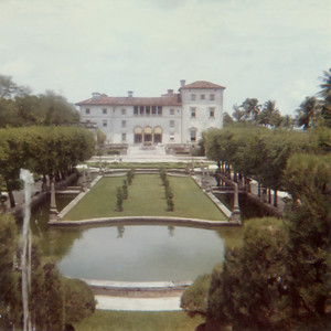 This is the garden of Vizcaya owned by James Deering.