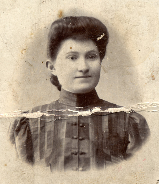 Sadie, taken in Vilna, probably in the first few years of the 20th century.