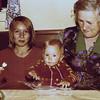 Andrea, Sarah, Oma 1976 Stockdorf - e