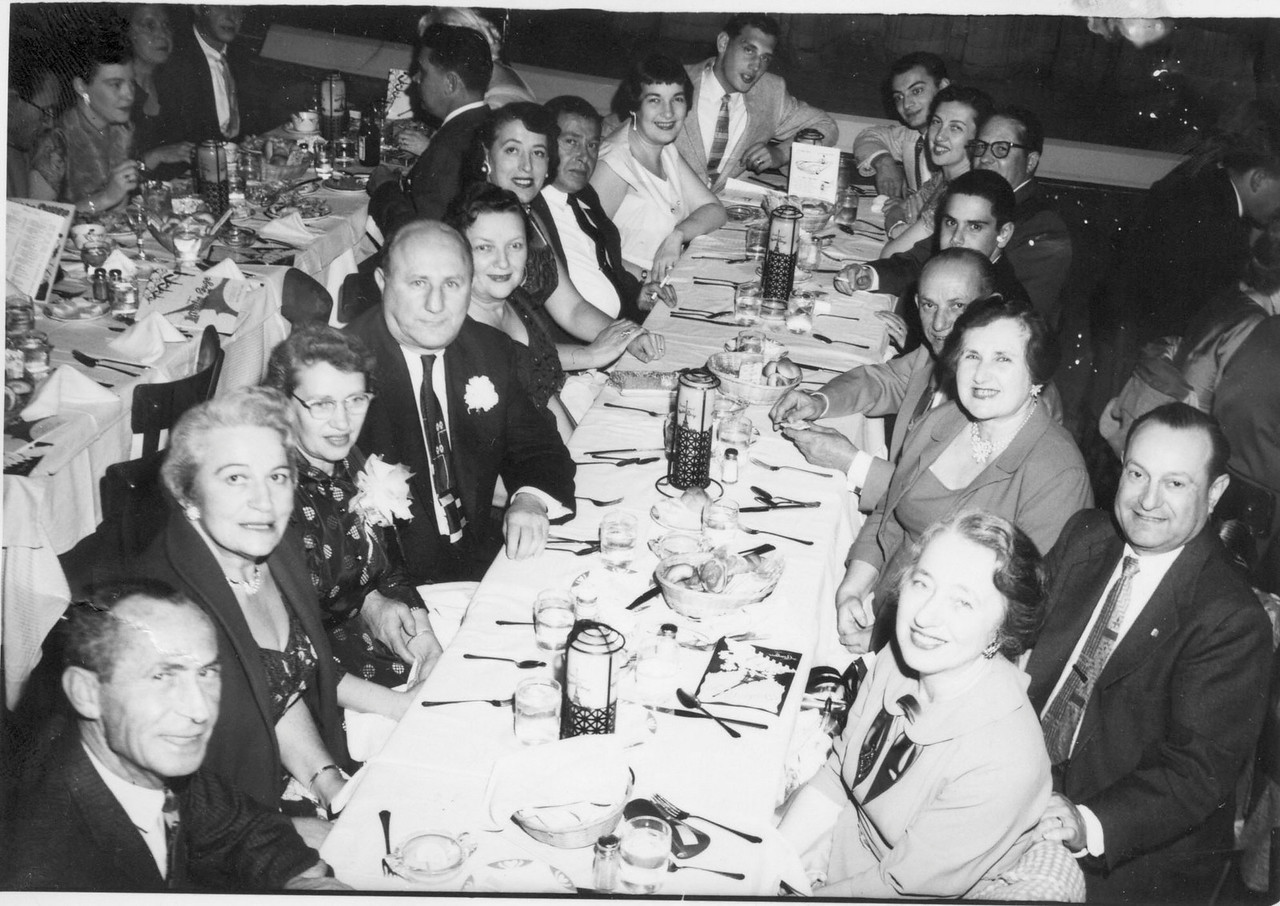 Abe Margolin, ?, Ann, Al, Goldie, Lil, Harry, Lorene, Ron, Elmer, Esther, Mike, Mark Scher, Jack Scher, Bertha Scher Joe, Sonia