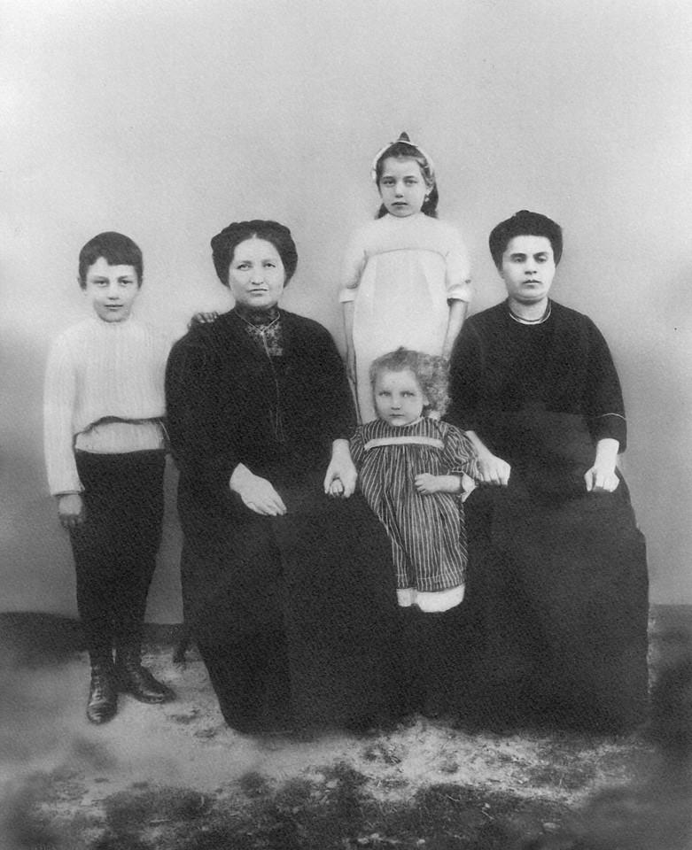 Louis Ruchel Goldie Ann Basha in Russia
