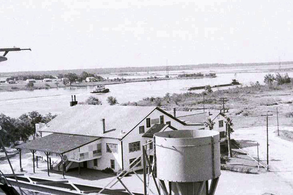 San Jacinto Inn on Houston Ship Channel in 1950s