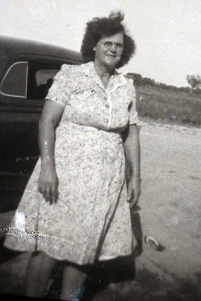 Granny Sprott at 1609 Knox before Honey Bowl was built