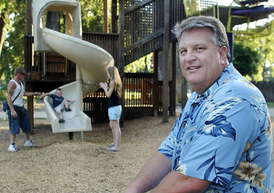 "Lee McHatton is a therapist who leads programs on improving personal relationships and business relationships.  His big topic is about parents who argue about how to raise thier kids.  McHatton was in Caper Acres Wednesday as James and Michelle Clinton play with thier son Matthew, 2 1/2. James Clinton said, ""We try to come (to the park) every other day."" - Halley photo 7/6/05"