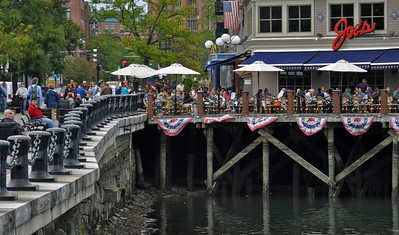 Dining along the waterfront at Joes