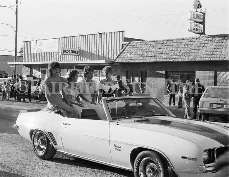 1975 10 09 FFT41 Homecoming Royalty and Parade (7)