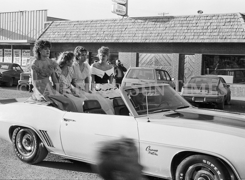 1975 10 09 FFT41 Homecoming Royalty and Parade (10)
