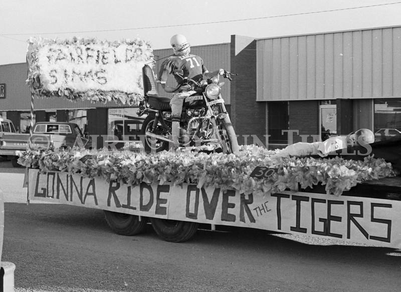 1975 10 09 FFT41 Homecoming Royalty and Parade