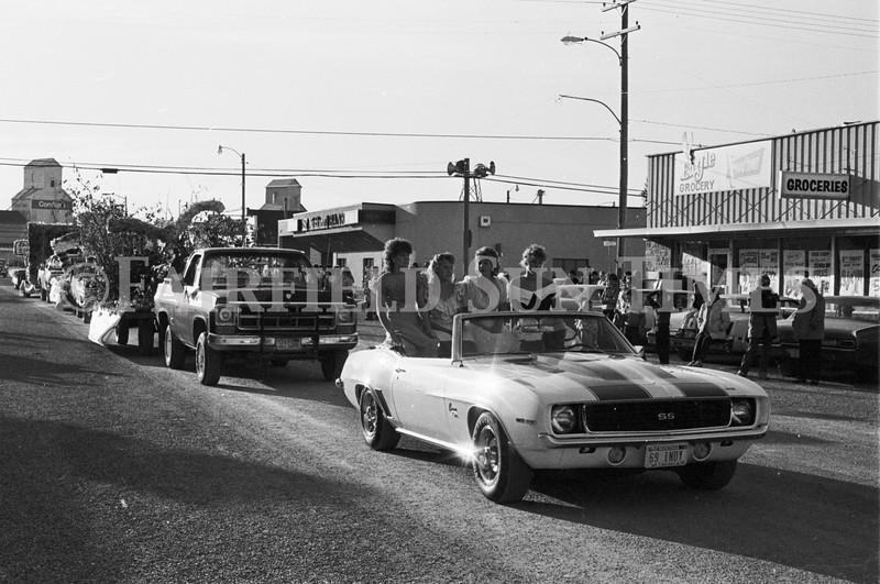 1975 10 09 FFT41 Homecoming Royalty and Parade (6)