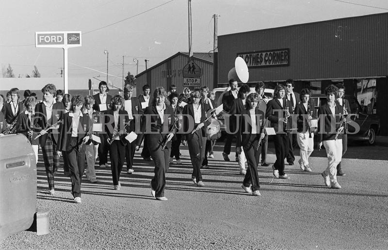 1975 10 09 FFT41 Homecoming Royalty and Parade (14)