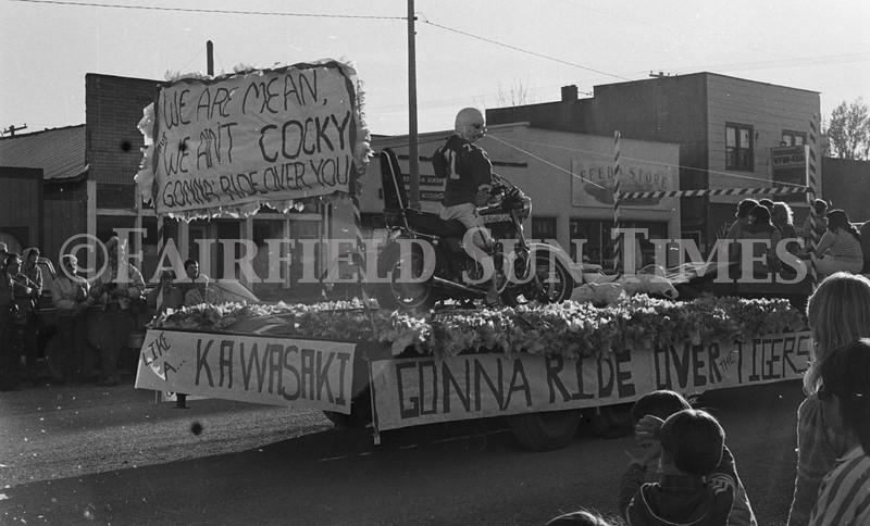 1975 10 09 FFT41 Homecoming Royalty and Parade (2)