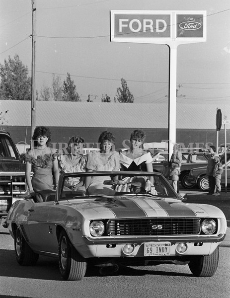 1975 10 09 FFT41 Homecoming Royalty and Parade (16)
