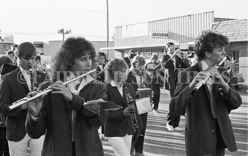 1975 10 09 FFT41 Homecoming Royalty and Parade (4)