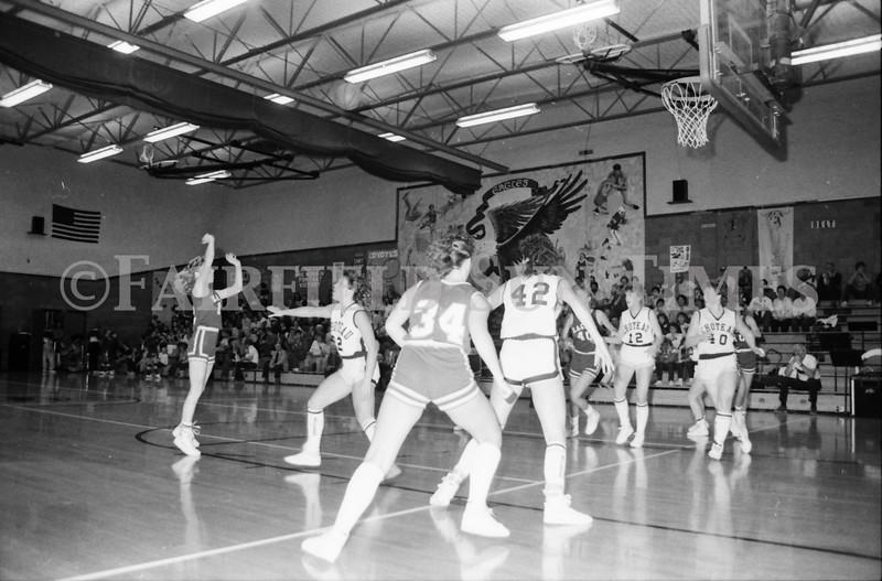 1985 11 14 FF Sun Times Dist 6 Girls BB tourney Eages v Chesgter, Choteau, Simms_20160820_0185