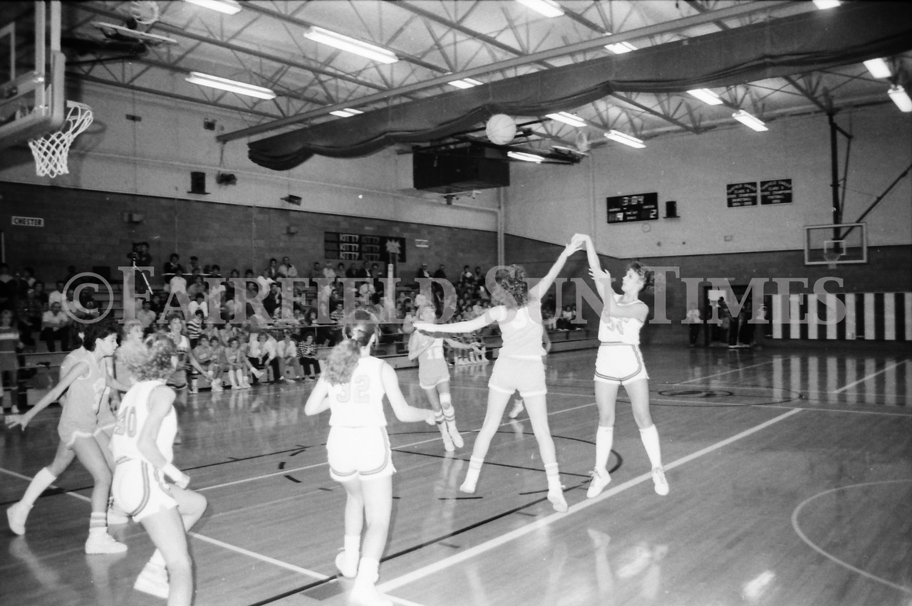 1985 11 14 FF Sun Times Dist 6 Girls BB tourney Eages v Chesgter, Choteau, Simms_20160820_0182