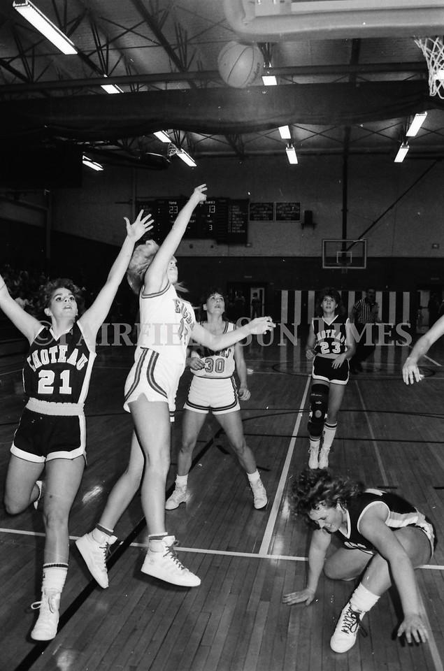 1986_10_15 Fairfield Sun Times Girls BB vs Choteau_0006