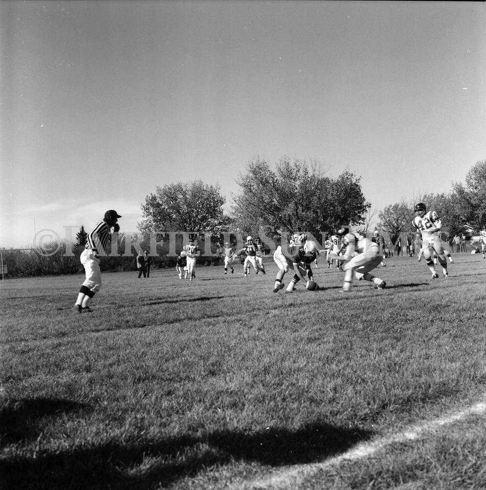 FF Sun Times Fairfield at Simms Football October 1, 1973_20151113_0031