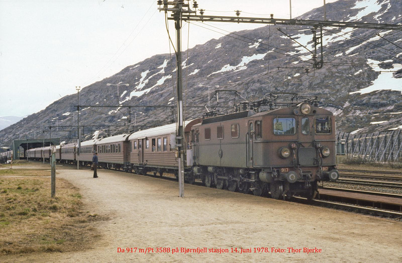 SJ Da 917 passenger serice 3588 at Bjoernfjell st 1978-06-14. Photo by Thor Bjerke.