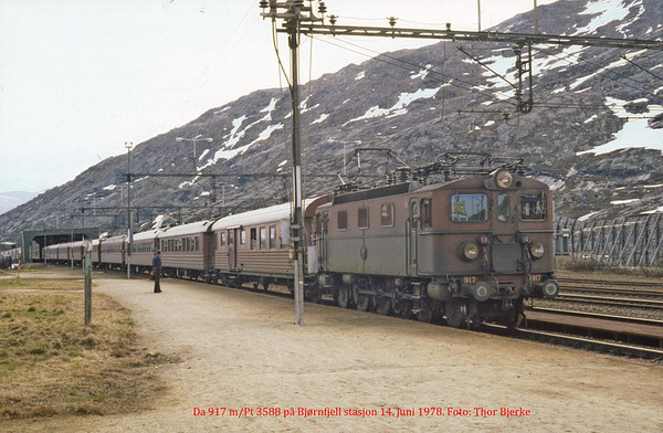 SJ Da 917 passenger serice 3588 at Bjoernfjell st 1978-06-14. Photo by Thor Bjerke.