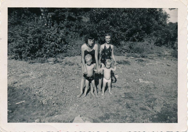 From L-R Front is Steve Peyton and Marsha Peyton.   Back row L-R is Loretta Peyton and Linda Peyton.