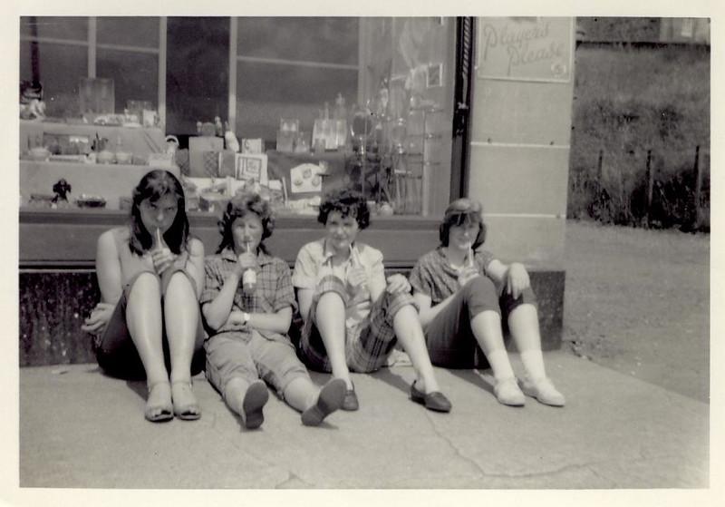 1959 07 Sandra, Janet, Tess & Sylvia, Aberfoyle 10 July 59