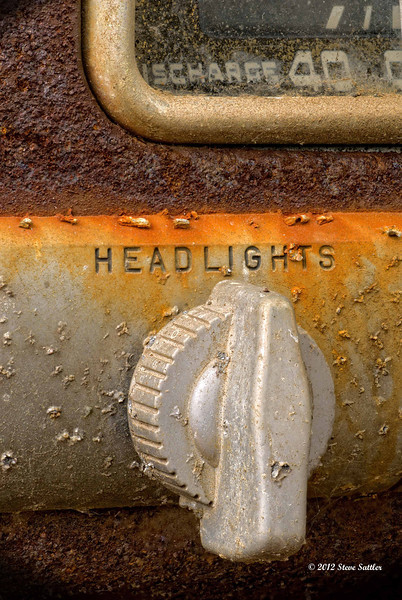 Auto Junk Yard - Headlights