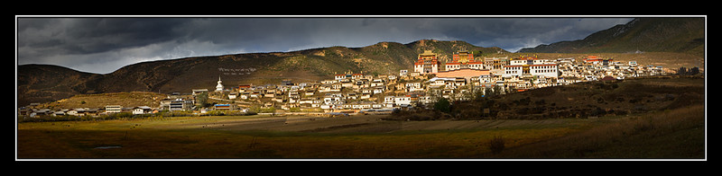 Ganden Sumtseling Monastery, Shangri-La County  <br /> 远眺松赞林寺, 云南香格里拉乡 <br /> (Better viewed with Original size)