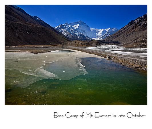 十月底的珠峰大本营和已结冰的绒布河
