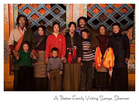 农闲时, 外省藏族人会成群结队来心目中的西藏圣地参观朝拜.