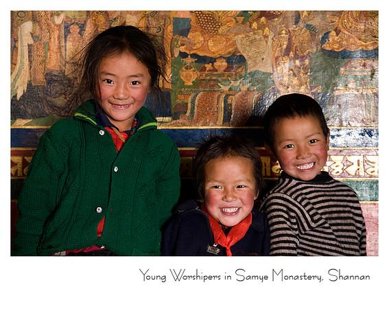 到桑耶寺参观的外地藏族孩子