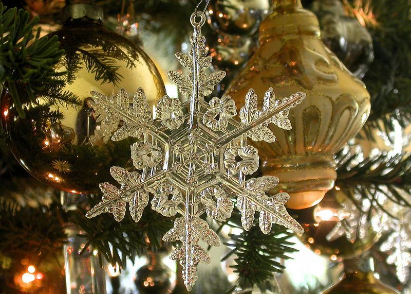 Mon 12-5-05 - Snowflake Onamenent