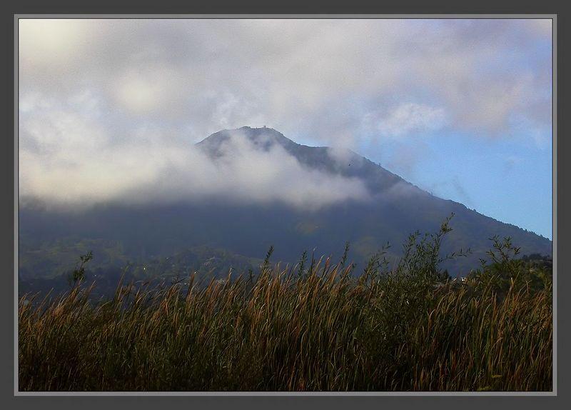 Tue 10-25-05 Mt Tam Clouds