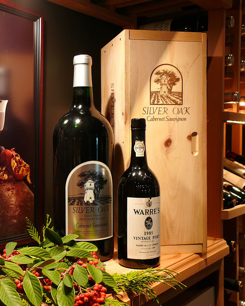 Dave had this wonderful double magnum of Silver Oak in his cellar, which he volunteered as the wine for the party. Yummy!
