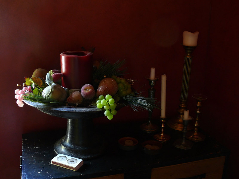 Thu 10-26-06 Dining Room Vignette - low light
