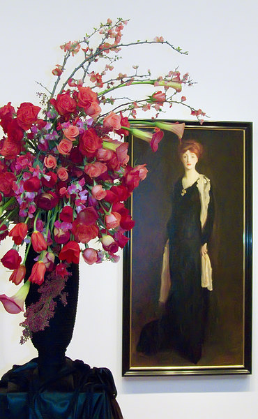 03-20-07 deYoung Bouquets to Art - Lady in Black