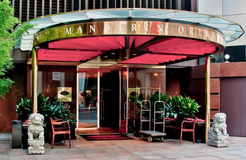 09-25-09 Entry to Mandarin Hotel