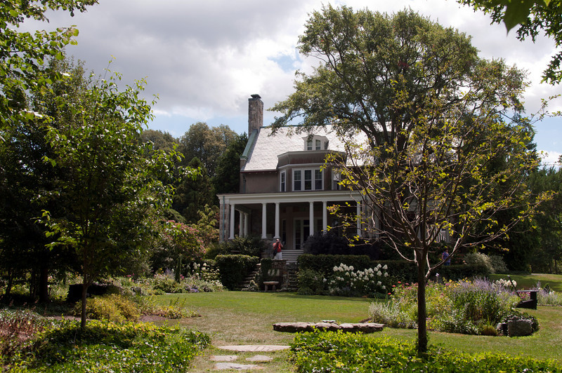 08-07-10 Blithewold - garden