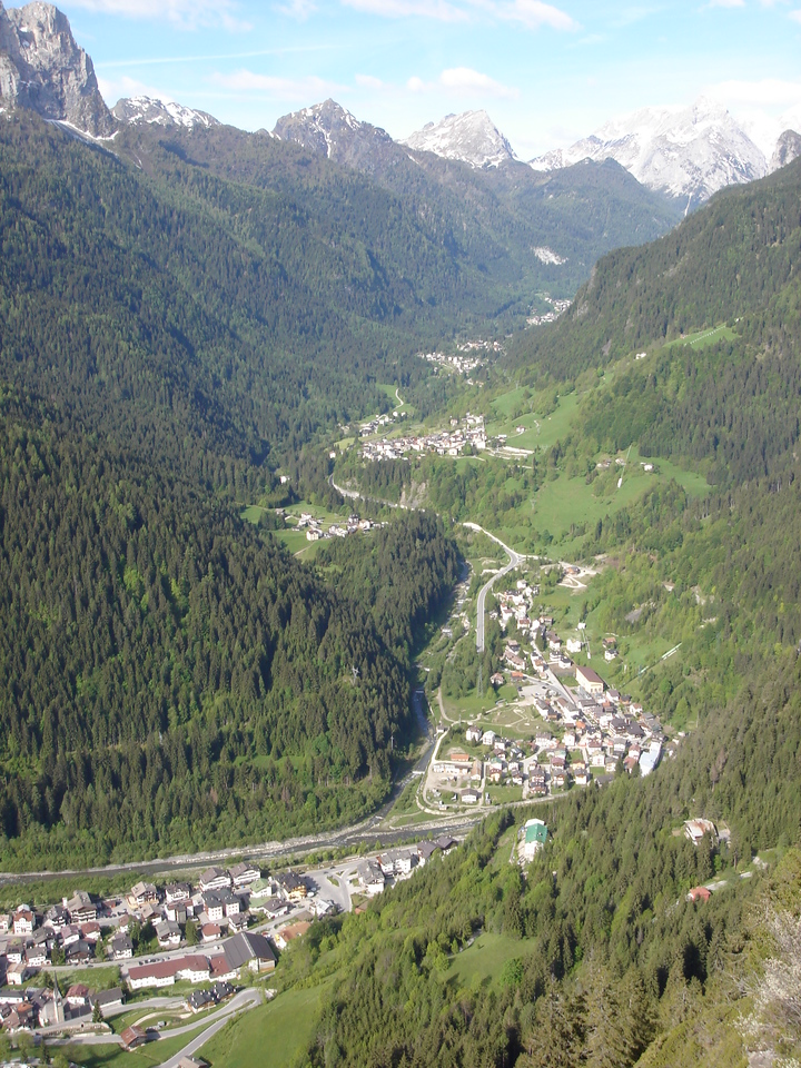 This is a town we stayed at, from about 1000 feet up.  The valley floor is at about 3300 feet.