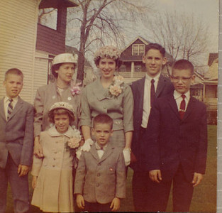 Mom Cerne and her 6 children at Easter - date?