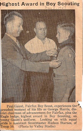 Daddy pins Eagle award on young man         1947