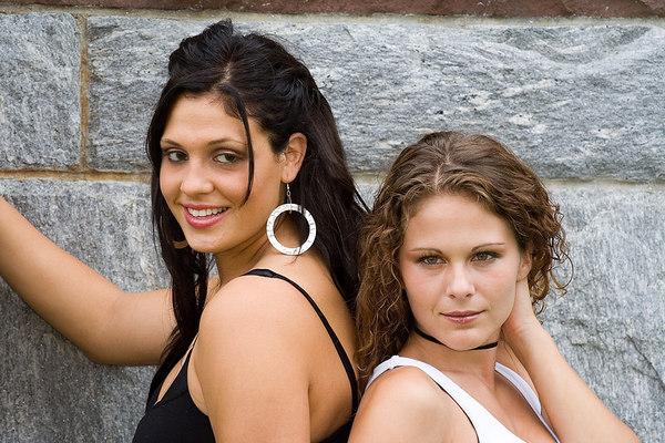 Desiree (L) and Amy. Amy - (c)2006 MichaelLandry.com