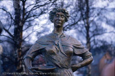 Svarta Bjørn - statue