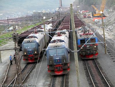 Transport for LKAB, tomme vogner på vei tilbake til Kiruna.